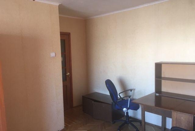 Сдатся большая, просторная комната в 2- х комнатной квартире.
