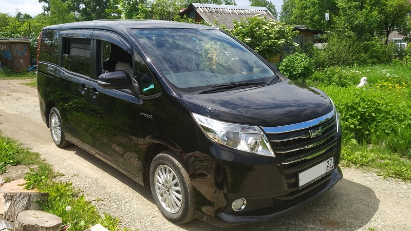 Toyota Noah, 2014, гибрид